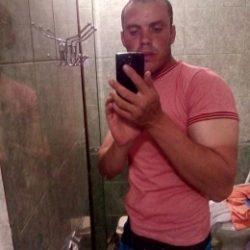 Парень ищет девушку в Вологде